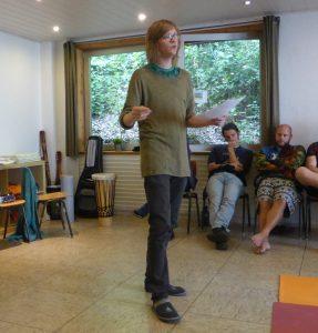 Roland Cremerius leitet einen Workshop beim Shäffiesingen